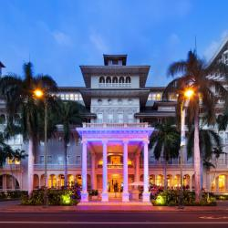 #LoveIsLove: Moana Surfrider, A Westin Resort & Spa